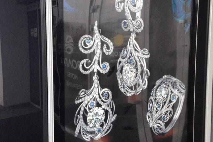 Оформление ювелирного магазина бэклитом
